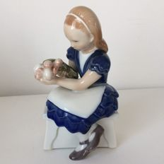 Royal Copenhagen girl holding a tulip bouquet figurine No 473