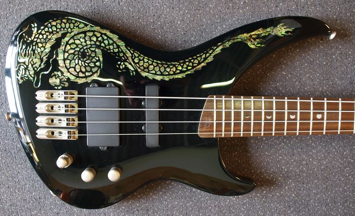 luna bass andromeda dragon bass guitar with cable and. Black Bedroom Furniture Sets. Home Design Ideas