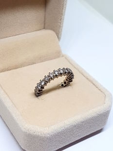 Gold ring in 18 kt gold with diamonds totalling 1.76 ct. Diameter: 18.5 mm Size: 9 (Spain)