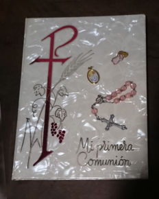 First Communion items. Memento Book, rosary, angel pin, Pope Francesco's  medal, Spain.