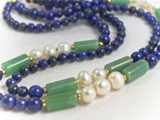 Garlanded lapis lazuli necklace with jade and pearls, 50.5 cm length, 18 kt gold clasp