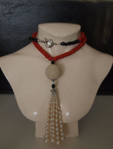 Unique necklace made of onyx, pearl, red corral, Italy, approx. 1966