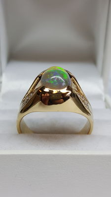 14 kt Yellow gold unisex ring set with milky opal and diamond, 0.40 ct – size 20