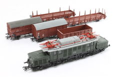 Märklin H0 – From set 29094 - E-locomotive E-94 'Crocodile' with 5 freight carriages of the DB