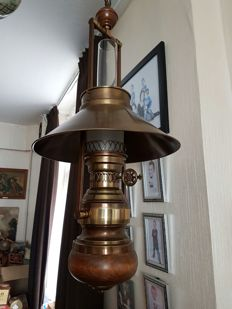 Very large old oil ship's lamp (89 cm ex chain)
