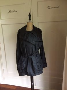 Burberry coat - jacket - trenchcoat - like new