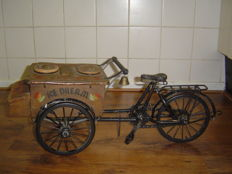 Antique miniature ice cream cart/bakfietsje
