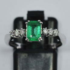 18 kt white gold ring with Emerald and diamonds 0,14 ct - size 15