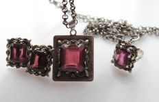 Silver set with garnet 925 - necklace length 74 cm, ring size: 17
