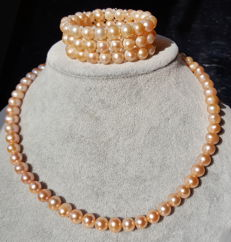 Cultured fresh water pearl necklace,approx 8-9 mm, Apricot colours