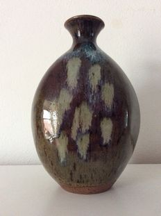 Clive C. Pearson for Hartland Pottery - Ceramic triangular vase