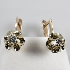 14 kt Rose gold earrings with brilliant cut diamonds, Russian hallmarks – length 1.7 cm