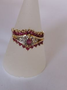 Antique ring with 0.06 ct brilliant cut diamonds H/VS1 and 1 ct red rubies, clarity VS1
