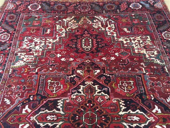 Persian carpet, Heriz, 342 x 239 cm.