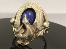 Silver Art Nouveau ring with lapis lazuli, ring size 19 mm.