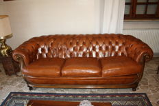 Hand-crafted Chesterfield 3-seater sofa + 2 armchairs - wooden structure, and sponged by hand leather - Italy, 1980s