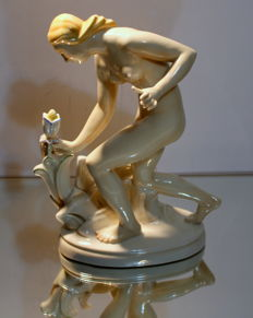 August Wilhelm Goebel for Ens Porzellan Volkstedt - 'Blumenpflückerin' - Art Deco porcelain figurine
