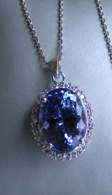Necklace and pendant in gold with Diamonds and exceptional D Block IF natural Tanzanite of 6.16 ct - GIA certificate - Chain length: 42 cm