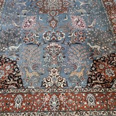 Magnificent XL animal kingdom Isfahan Persian carpet – 293 x 183 – unique depiction
