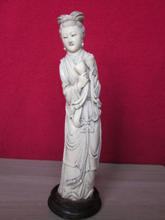 "Ivory cut figure ""Lady with cups""  – China – circa 1920"
