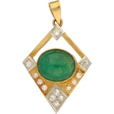 18 karat yellow gold pendant set with 13 brilliant-cut diamonds of approx. 0.26 ct in total and jade - length 4 cm