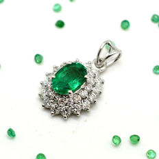 Necklace and pendant set with emerald and brilliant cut diamonds totalling 1.32 ct – Pendant size:  11.30 x 18 mm.