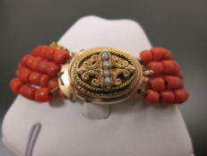 Gold bracelet with precious coral - 19th century