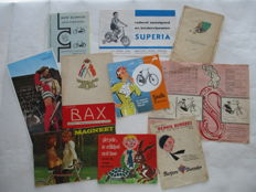 Lot of 10 old bicycle advertising booklets - Original old cycle documentation - period 1930-1972