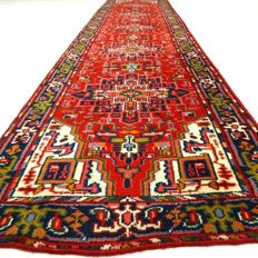 "Heriz – 388 x 91 cm – ""Oriental, long runner in wonderful, clean, nearly unused condition""."