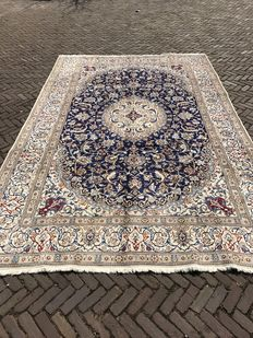Hand-knotted Persian rug – Naïn, 245 x 368 cm – Iran – around 1980