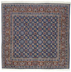 94511 – Antique manufacture – Authentic, original Persian Varamin rug from the 1960s/1970s – Extra thin – Hand-knotted – 80% wool, 20% cotton – Size: 188 x 183 cm – With certificate of authenticity from an official appraiser