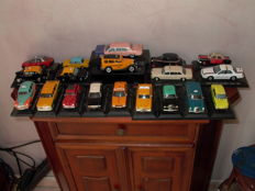 Altaya - Scale 1/43 - Lot with 19 models: 19 x Taxis of the world