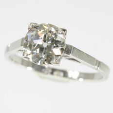 Platinum Art Deco one stone engagement ring, also called solitair, anno 1920