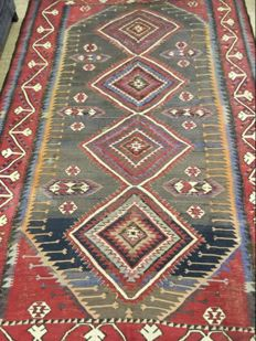 Antique Kilim carpet from the Caucasus. Very fine relay weaving. 300 x 208 cm. Beginning of 20th century.