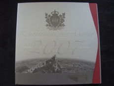 San Marino – year pack/ year collection 2007, including silver 5 Euro coin.