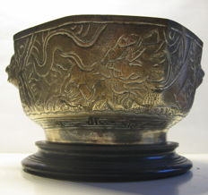 Antique cast octogonal bronze censer, Xuande-mark - China - ca 1920