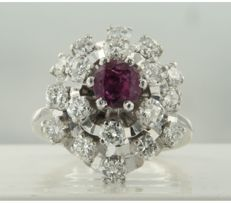18 kt white gold entourage ring set with a central, 0.70 carat tourmaline and an entourage of 20 brilliant cut diamonds, 1.40 carat, ring size 16.5 (52)