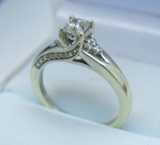 9K White Gold Diamond Solitare Ring