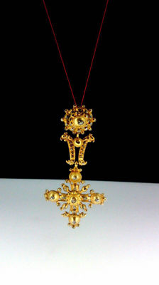 18th century, Spanish cross gold pendant with 101 diamonds