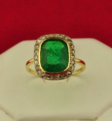 Antique Emerald & Rose cut Diamonds (0.50ct) intricately engraved Antique 18k Yellow Gold Ring - E.U Size 56 - (*Re-sizable)
