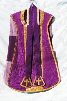 Spain - beautiful liturgical set of Catholic priest. Chasuble, stole, mantle. Embroidery on velvet cotton and watermark with gold and silver thread - year 1800/1810