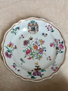 Armorial fam rose plate - China - 18th century