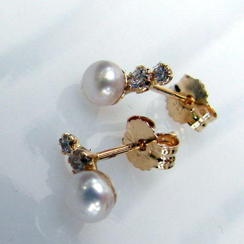 Yellow   gold  14 kt earrings, akoya pearls, zirconia 2 mm and 3 mm, weight 1.1 gr. Size 4. 5 mm / 7mm/ 11 mm