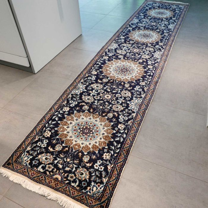 UNIQUE! Beautiful dark XL Nain runner with silk - 376 x 82 - with certificate