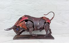 Magnificent hand-made iron sculpture of a bull - Second half 20th century, Belgium