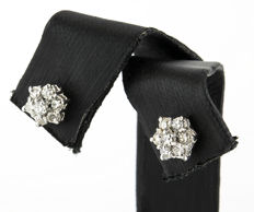 18 kt white gold earrings with 0.40 ct of diamonds - Diameter: 6.15 mm