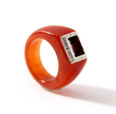 Jade ring with white gold set with a diamond of 0.03 ct and garnet - Ring size: 15 3/4