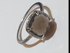 White 14 kt gold ring with quartz and 0.30 ct of diamonds – Size: 14/15