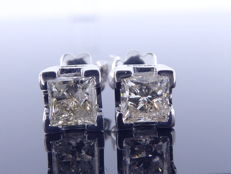 Solitaire ear studs set with 2 Princess cut diamonds, 1.14 ct in total