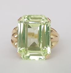 18 kt gold ring with a green spinel of 13 ct – Size: 17.2 mm, 14/54 (EU).